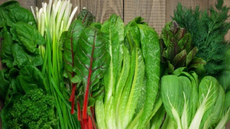 तंदुरुस्त राहण्यासाठी आणि प्रतिकारक शक्ती वाढवण्यासाठी हिरव्या भाज्या खाणे आपल्या आरोग्यासाठी फायदेशीर आहेत. काही फळे आणि भाज्या या कच्च्याच खाल्ल्याने त्यातून पोषण मिळते. तर, काही भाज्या शिजवून खाणेच अधिक फायदेशीर असते.