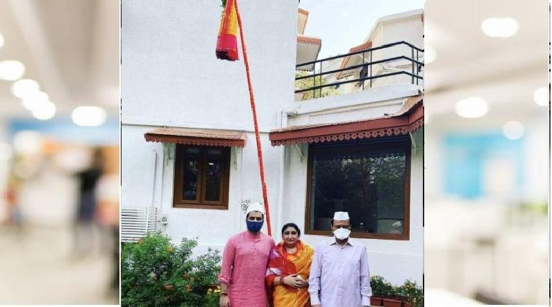 राज्याचे उपमुख्यमंत्री अजित पवार यांनी मुंबईतील देवगिरी निवासस्थानी सहकुटुंब गुढी उभारली. पत्नी सुनेत्रा पवार, सुपुत्र पार्थ पवार यांच्या उपस्थितीत अजित पवारांनी गुढीपाडवा साजरा केला.