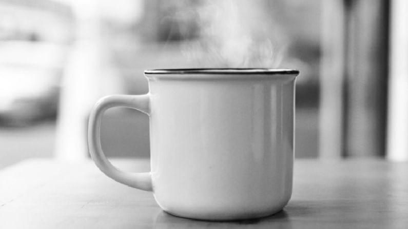 पीरियड्स दरम्यान कोमट पाणी पिण्यामुळे ओटीपोटात त्रास कमी होतो. यामुळे आपल्याला त्रास कमी होण्यास मदत होते.