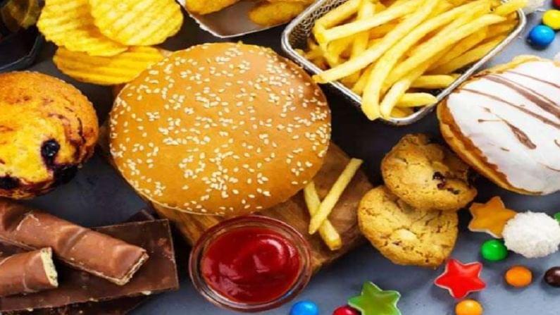 काय खाऊ नये? : कोरोना रुग्णांनी मैदा, तळलेले अन्न किंवा जंक फूड खाऊ नये. चिप्स, पॅकेट बंद रस, कोल्ड्रिंक्स, चीज, लोणी, मटण, तळलेले पदार्थ, मांस आणि पाम तेलासारख्या असंतृप्त चरबीपासून बनवलेल्या पदार्थांपासून दूर रहावे. आठवड्यातून एकदाच अंड्यातील पिवळा भाग खाव. तसेच, आठवड्यातून दोन किंवा तीन वेळेपेक्षा नॉन-वेज खाऊ नका.