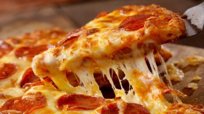 कोरोनाच्या या काळात पिझ्झा खाणे टाळाच. त्यामध्येही लहान मुलांना तर पिझ्झा देणे टाळा