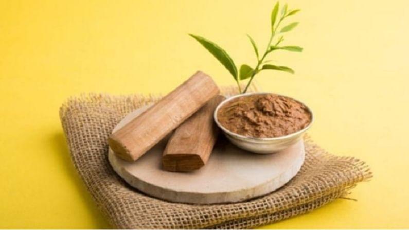 चंदन पावडरमध्ये गुलाब पाणी मिसळून पेस्ट बनवा आणि ही पेस्ट पुरळ आलेल्या ठिकाणी लावा. यामुळे आपली त्वचा थंड पडेल.