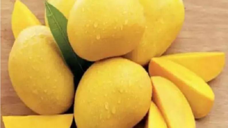 हापूस आंब्याची चव आणि सुगंध अप्रतिम आहे. हा आंबा चविला अत्यंत गोड आणि रसदार आहे.
