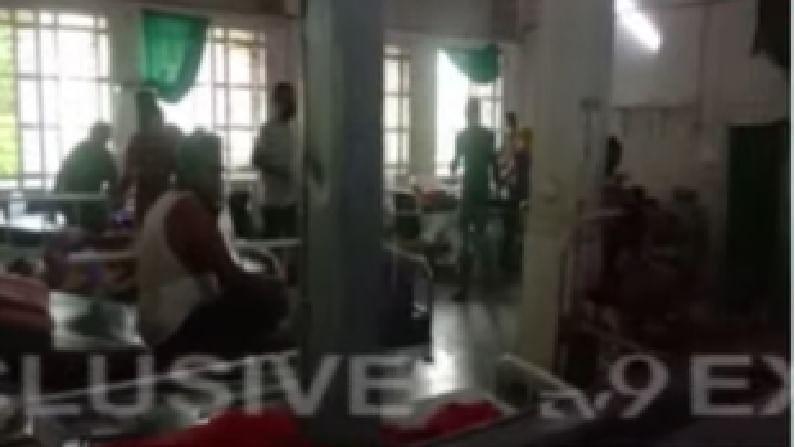 या रुग्णालयात 150 लोक व्हेंटिलेटरवर होते. त्यातील 11 जणांचा मृत्यू झाल्याची भीती व्यक्त केली जात आहे. तर 30 जण मृत्यूच्या दाढेत असल्याचे बोललं जात आहे.