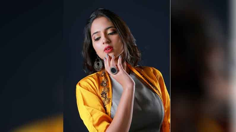 निरागस, भोळी सिद्धी साकारत असलेल्या अभिनेत्री विदुला चौगुलेचे (Vidula Chougule) सोशल मीडिया फॅन फॉलोविंगही जबरदस्त आहे.