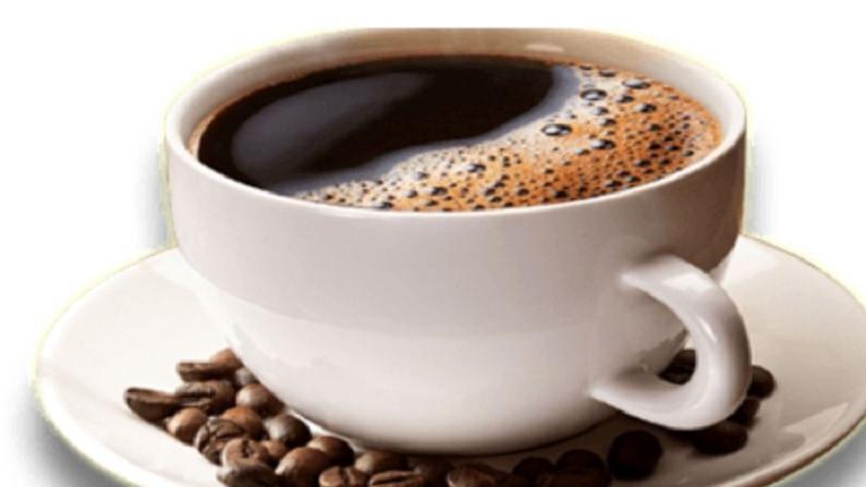 कॉफी मधुमेहासाठी देखील फायदेशीर आहे. दररोज 3 ते 4 कप कॉफी प्यायल्यामुळे मधुमेहाचा धोका सुमारे 50 टक्के कमी होतो.