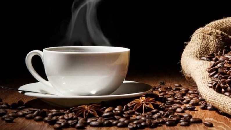 10-3-2-1 ट्रिक समजावताना डॉ. राज म्हणाले, 10 म्हणजे झोपण्याच्या 10 तास आधी कॉफी पिणे थांबवा. कारण त्याचा प्रभाव शरीरातून संपण्यास खूप वेळ लागतो. कॅफिन शरीराला उत्तेजित करण्याचे काम करते. हेच कारण आहे की बहुतेक लोकांना सुस्ती दूर करण्यासाठी कॉफी पिणे आवडते.