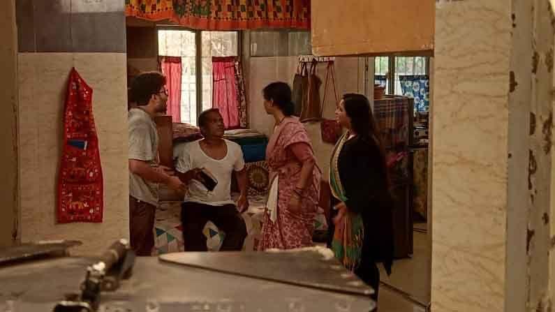 महाराष्ट्रातील कोरोना संसर्गाची चेन ब्रेक करण्यासाठी मुख्यमंत्री उद्धव ठाकरे (CM Uddhav Thackeray) यांनी कठोर निर्बंध (Maharashtra Lockdown) लादले आहेत. या काळात मनोरंजनाला ब्रेक लागू नये, यासाठी सर्वच टीव्ही वाहिन्यांकडून खबरदारी घेतली जात आहे.