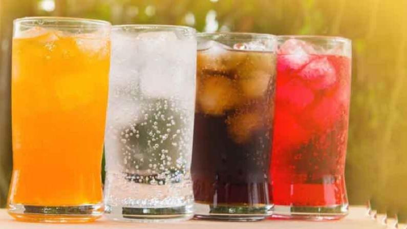 सॉफ्ट ड्रिंक जास्त प्रमाणात घेऊ नका. त्यात साखर जास्त प्रमाणात असते. ज्याचा फुफ्फुसांवर वाईट परिणाम होतो. यामुळे आपल्याला ब्राँकायटिसच्या समस्येचा सामना करावा लागू शकतो.
