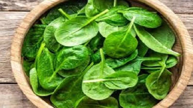 रक्तातील साखरेची पातळीवरील नियंत्रणात ठेवण्यासाठी हिरव्या भाज्यांचे अधिक प्रमाणात सेवन करा. भाज्यांमध्ये जास्त फायबर असते. यामुळे मधुमेहाचा धोका कमी होतो.