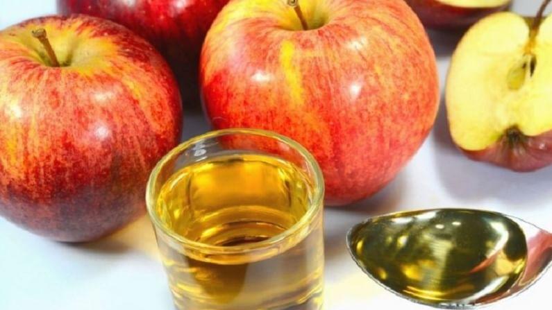 अॅपल व्हिनेगरमध्ये अल्फा हायड्रोक्सिल असते. हे त्वचेची मृत त्वचा काढण्याचे काम करते.