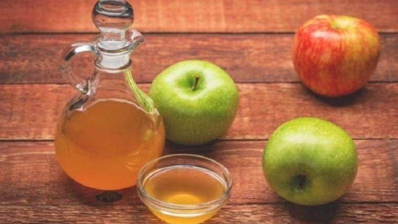 अॅपल व्हिनेगरमध्ये तुरट घटक असतात. हे त्वचेचे रक्त परिसंचरण वाढविण्यात मदत करते. यामुळे तुमची त्वचा चमकदार बनते.