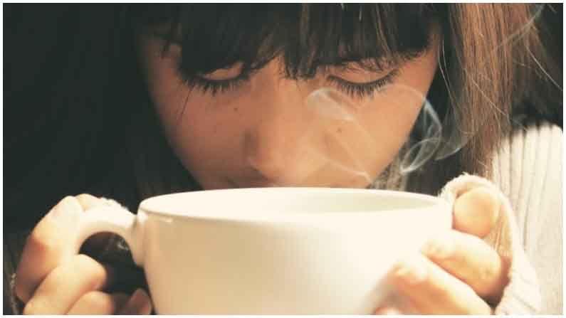 जास्त गरम पाण्याचे सेवन केल्यास उच्च रक्तदाब आणि हृदयरोगाशी संबंधित समस्या उद्भवू शकतात.