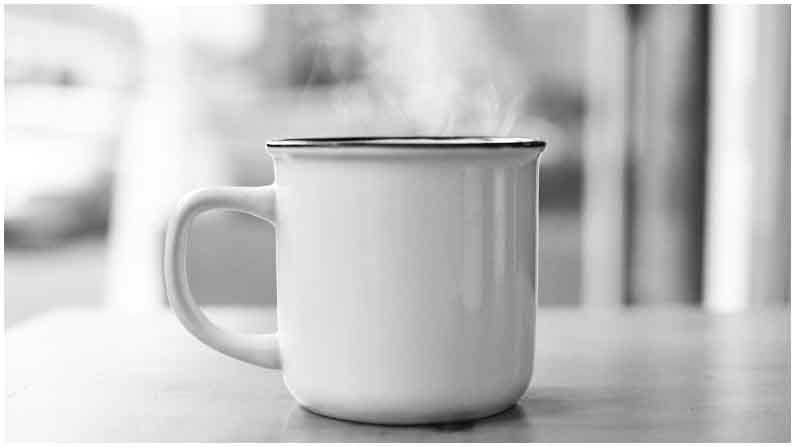 जास्त गरम पाणी पिण्यामुळे मूत्रपिंडावर परिणाम होतो. यामुळे मूत्रपिंड योग्यप्रकारे कार्य करण्यास सक्षम राहत नाहीत.