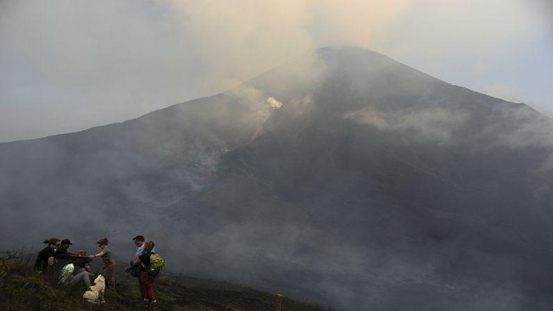 पकाया ज्वालामुखीची उंची 2 हजार 552 मीटर आहे. हे एक लोकप्रिय पर्यटनस्थळ आहे. 21 समुह या ठिकाणाच्या आजूबाजूला राहतात. काही प्रत्यक्षदर्शींनी सांगितलं की ज्वालामुखीचा स्फोट झाल्यानंतर मोठ्या प्रमाणात लाव्हारस हवेत उडत होता.