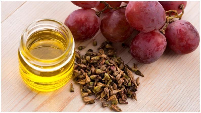 द्राक्ष बियाण्यांचं तेल त्वचा आणि केसांसाठी फायदेशीर आहे. कारण हे तेल त्वचा आणि केसांशी संबंधित अनेक समस्या दूर करण्यात मदत करतं.