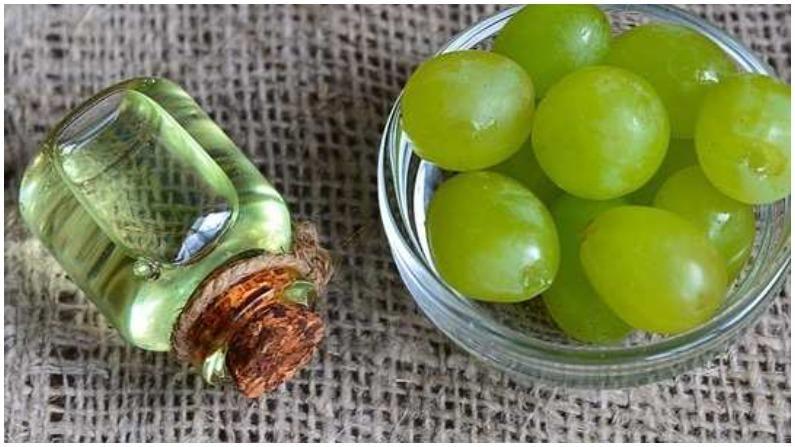 द्राक्ष तेलामध्ये मायक्रोबियल गुणधर्म असतात. ते मुरुमांपासून संरक्षण करण्यात मदत करतात.