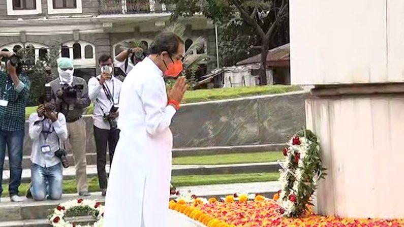 संयुक्त महाराष्ट्राच्या चळवळीत  प्राणाची आहुती देणाऱ्या हुतात्म्यांना महाराष्ट्र दिनानिमित्त मुख्यमंत्री उद्धव ठाकरे यांनी अभिवादन केले.