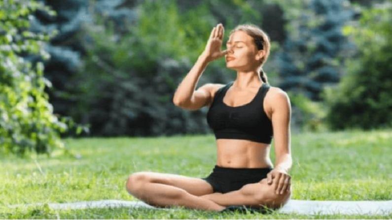प्राणायाम हा एक ब्रीथिंग व्यायाम आहे. हे आसन केल्याने फुफ्फुस मजबूत होतात.