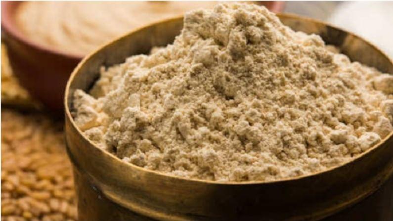हे तयार करण्यासाठी एका भांड्यात पाणी घा. नंतर त्यात सत्तूचे पावडर, साखर आणि लिंबाचा रस घाला.