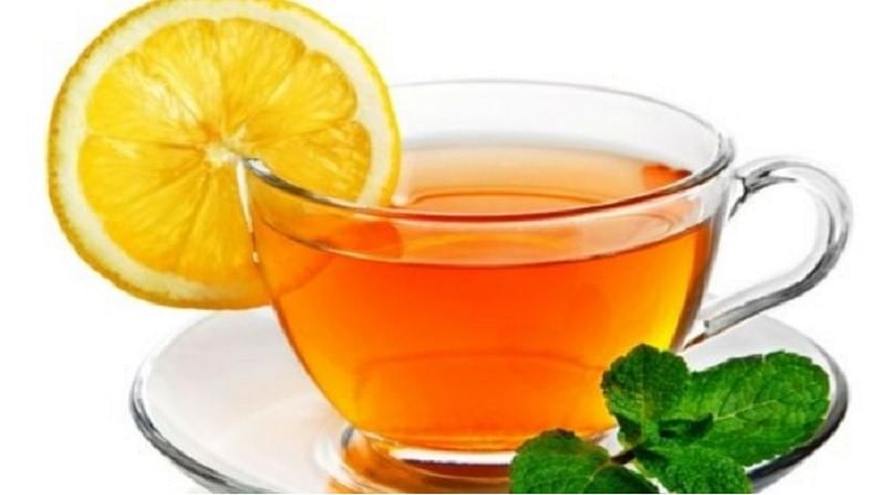 कोरोना काळात रोगप्रतिकारक शक्ती वाढवण्यासाठी आपल्या चहामध्ये जेष्ठमध आणि लवंगचा समावेश केला पाहिजे. ज्यामुळे संसर्ग टाळण्यास मदत होते.