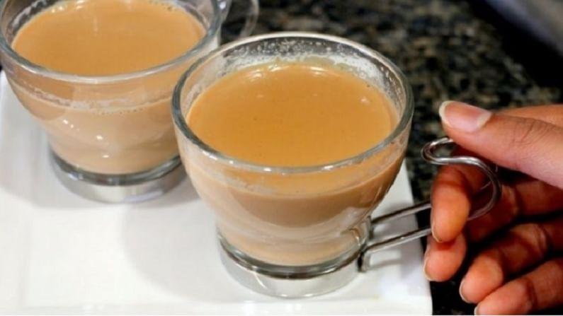 बरेच लोक चहामध्ये वेलची, मध, आले, तुळस आणि गूळ वापरतात. हे आपल्या आरोग्यासाठी फायदेशीर आहे.
