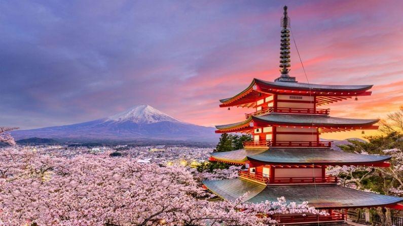 जपान: कोरोनामुळे जपानच्या पर्यटनालाही मोठा फटका बसलाय. कोरोना काळात जपानच्या पर्यटन व्यवसायाला 26 बिलियन डॉलरचा तोटा झालाय.