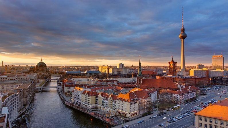 जर्मनी : जानेवारी ते ऑक्टोबर 2020 पर्यंत जर्मनीच्या पर्यटन उद्योगाला 34 बिलियन डॉलरचं नुकसान झालंय. नुकसानीच्या बाबतीत जर्मनीचा जगात पाचवा क्रमांक लागतो आहे.