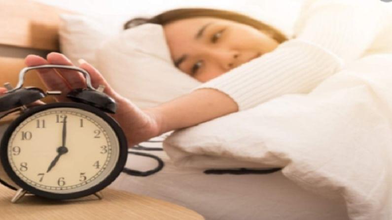 ब्लड प्रेशर पातळी नियंत्रित करण्यासाठी आरामदायक झोप येणे खूप महत्वाचे आहे. हे आपल्याला बर्याच रोगांपासून वाचविण्यास मदत करते.