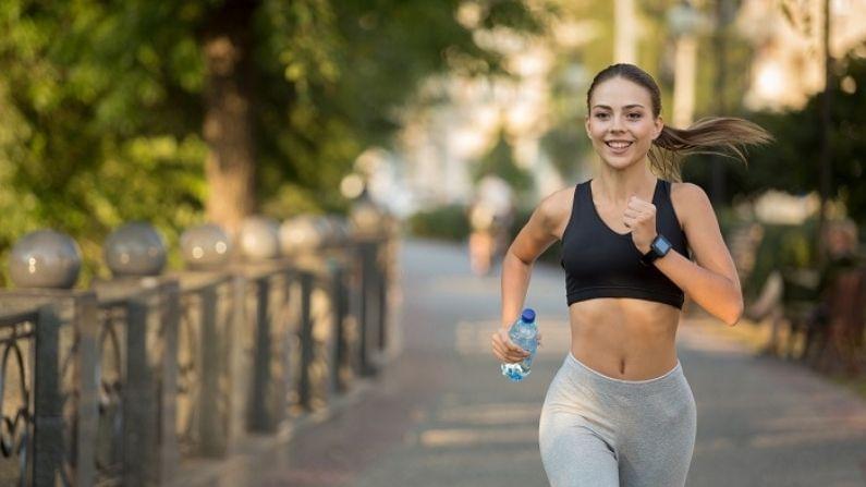 नियमित व्यायाम करा. यामुळे तुमचं रक्तदाब कमी होतो. यामुळे तुमचं हृदय निरोगी राहतं. अर्धा तास चालणं रक्तदाब पातळी संतुलीत ठेवते.