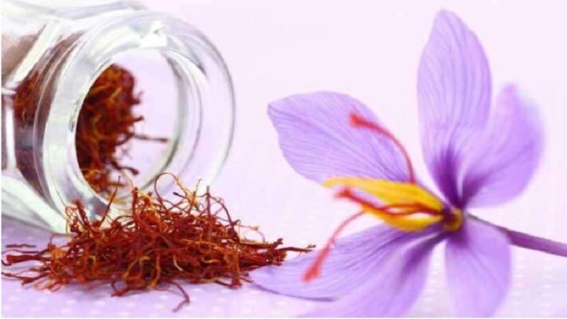 कुंकुमादी तेलाने तत्वेला पोषण मिळते. हे त्वचेला परिष्कृत करते आणि हे आपल्या त्वचेसाठी खूप फायदेशीर आहे.