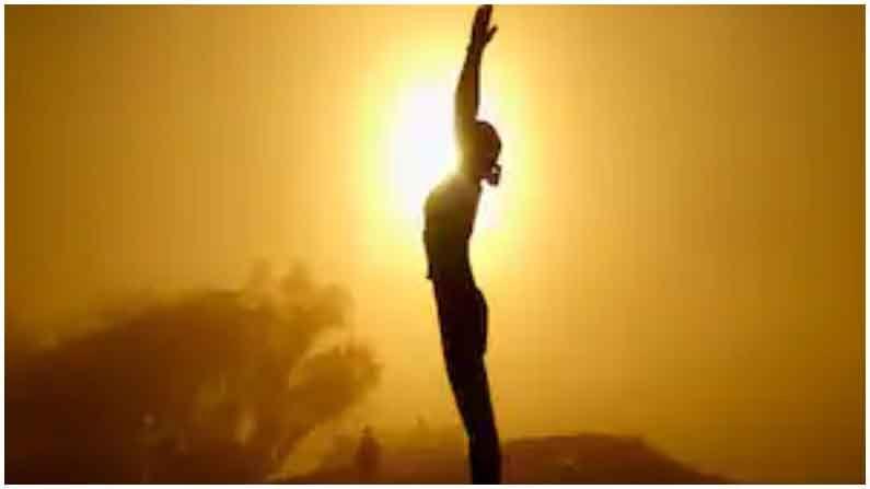 हाडे मजबूत होतात : सूर्य नमस्कार केल्याने हाडे मजबूत होतात. यामुळे मणक्याचे हाड मजबूत राहते. व्यायामादरम्यान ताणल्याने स्नायूही निरोगी राहतात.