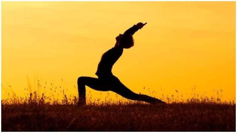 वजन कमी करण्यासाठी फायदेशीर : सूर्यनमस्कारामुळे वजन देखील कमी करता येते. हा व्यायाम नियमित केल्याने पोटावरची चरबी कमी होते.