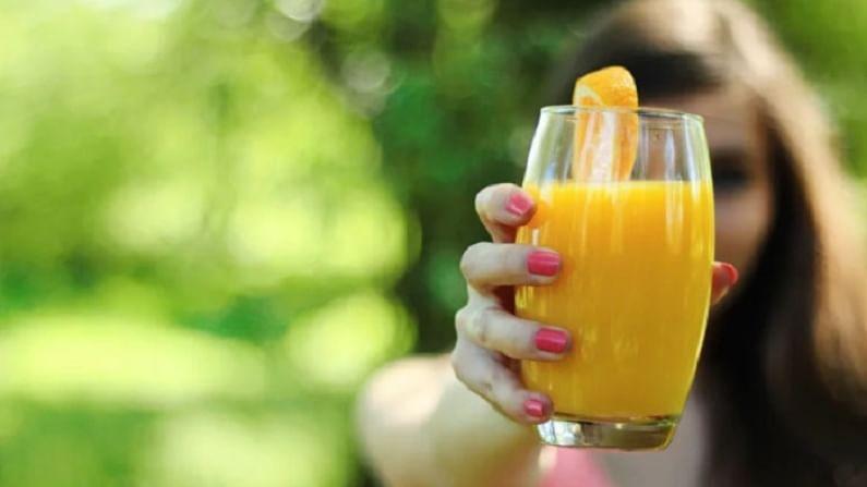 संत्राच्या रसात व्हिटॅमिन सी जास्त असते. हे शरीर उत्साही करते. म्हणून, वर्कआउटनंतर आपण संत्रीचा रस घेतला पाहिजे.