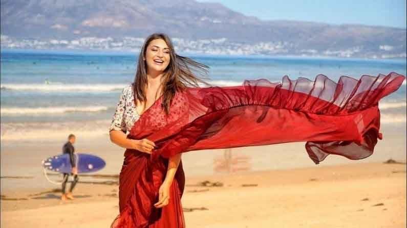 लाल साडीत अभिनेत्रीचा हा फोटो सोशल मीडियावर चांगलाच व्हायरल होत आहे.