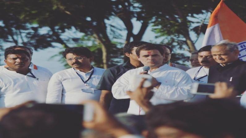 45 वर्षीय राजीव सातव हे अखिल भारतीय काँग्रेस कमिटी (एआयसीसी) चे गुजरात प्रभारी होते, तर काँग्रेसच्या कार्यकारी समितीचे निमंत्रक होते.