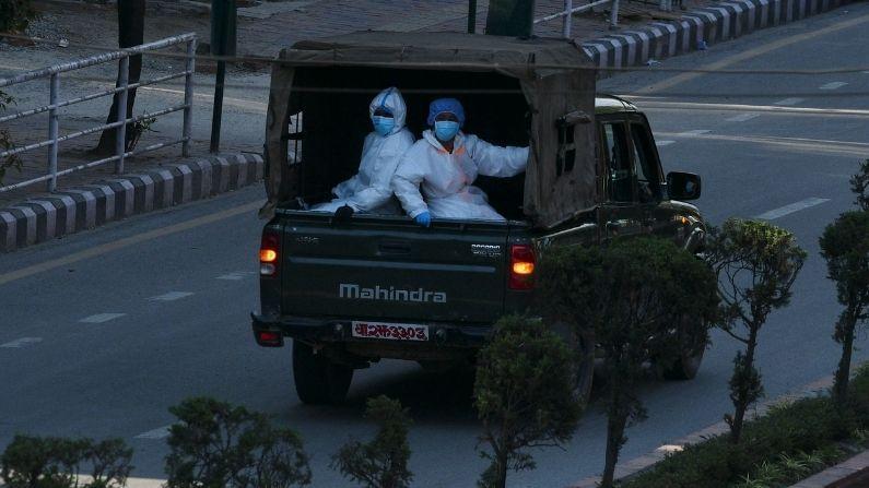 नेपाळमध्ये कोरोना विषाणूचा संसर्ग झालेल्या रुग्णांची एकूण संख्या 4 लाख 47 हजार 704 झालीय. तसेच आतापर्यंत कोरोनामुळे 4 हजार 856 लोकांचा मृत्यू झालाय (Coronavirus Situation in Nepal).
