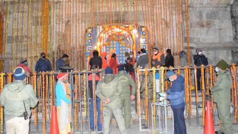 तर दुसरीकडे, चमेलीच्या बद्रीनाथ धामचे दरवाजे मंगळवारी पहाटे 4.15 वाजता उघडले जाणार आहेत.