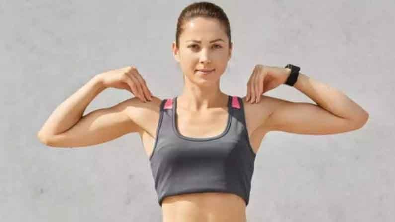 शोल्डर रोल : आपल्या खांद्यांना विश्रांती देणे फार महत्वाचे आहे. यासाठी सरळ उभे रहा आणि गोलाकार हालचालीत आपला खांदा फिरवा. हा व्यायाम सुमारे 6 वेळा रिपीट करा. हा व्यायाम दररोज केल्यास तुम्हाला मानदुखीपासून आराम मिळेल.