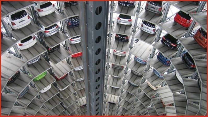 आता कार खरेदी करताना आपल्याला सांगावे लागेल की, आपल्याकडे नवीन कार पार्क करण्यासाठी पर्याप्त जागा आहे की नाही. वास्तविक, हे नवीन नियम AMC (Ahmedabad Municipal Corporation) च्या नवीन पार्किंग धोरणानुसार तयार करण्यात आले आहेत. या धोरणात केंद्र सरकारने 2017 मध्ये सादर केलेल्या रस्ते आणि वाहतूक विधेयक यांसारख्या तरतुदी आहेत.