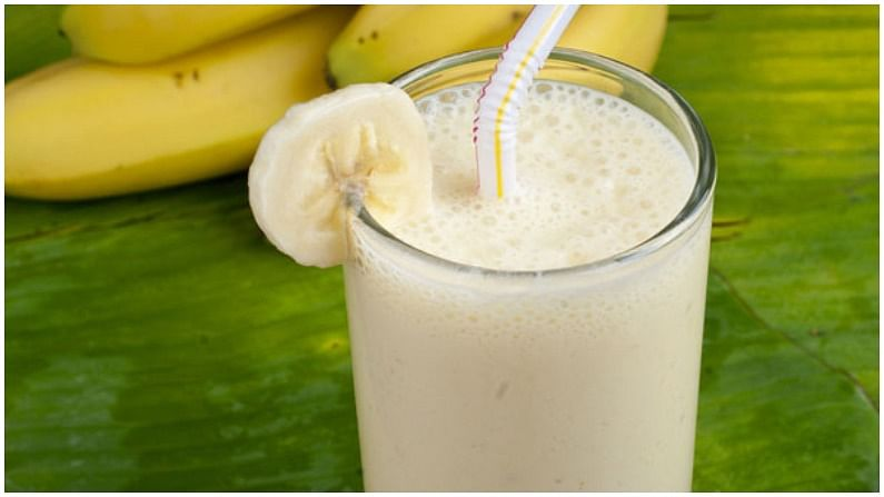 केळी आणि ओट्सची स्मूदी लाभदायक आहे. यामध्ये भरपूर प्रथिने आहेत. त्यामुळे हे रोग प्रतिकारशक्ती वाढविण्यासही मदत करते.