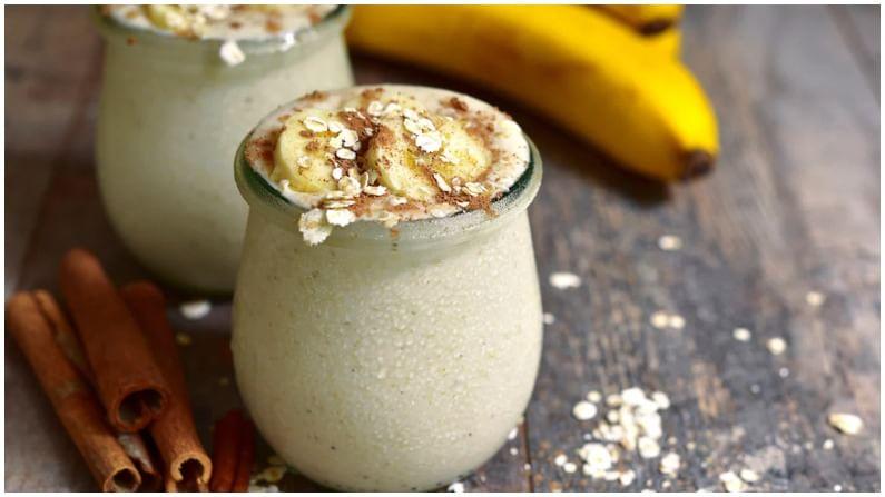 या सर्व गोष्टींचे मिश्रण करा, ओट्स स्मूदी तयार... आता तुम्ही केळीच्या तुकड्यांसह सजावट करून सर्व्ह करू शकता.