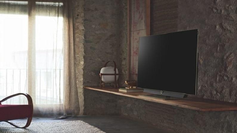 एलसीडी टीव्ही 165 अशांपर्यंतच्या कोनात पाहता येतात. म्हणजेच घरातील सर्व कोपऱ्यात बसून एलसीडी टीव्हीच्या स्क्रीनवरील चित्र स्पष्ट दिसत नाहीत टीव्हीसमोरील काही ठराविक जागेत बसल्यानंतरच अशा टीव्हीच्या स्क्रीनवरील चित्र स्पष्ट दिसतात. तर एलईडी टीव्ही 180 अंशांपर्यंतचा व्ह्यू देतात. त्यामुळे घराच्या कोणत्याही कोपऱ्यात बसून तुम्ही या टीव्हीच्या स्क्रीनवरील चित्र स्पष्टपणे पाहू शकता.