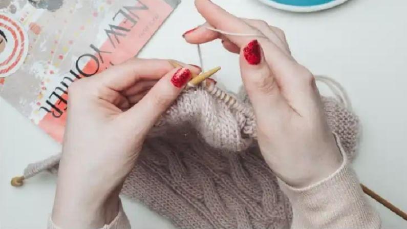 ऑनलाईन व्हिडिओ पाहून आपण विणकाम शिकू शकता. या लॉकडाऊनमध्ये आपण हिवाळ्यासाठी स्कार्फ विणू शकता.