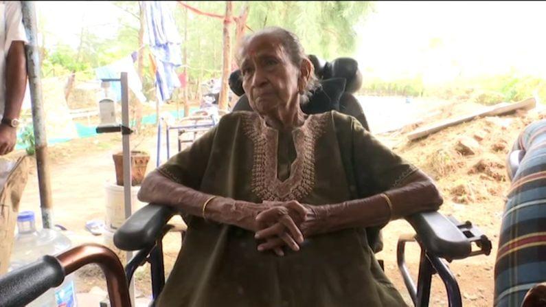 सुमन लक्ष्मीकांत रणदिवे या दादर इथल्या बालमोहन विद्यामंदिर या शाळेत शिक्षिका होत्या. तिथे त्या गणित आणि विज्ञान हे विषय शिकवत होत्या. त्या 1991 मध्ये निवृत्त झाल्या.