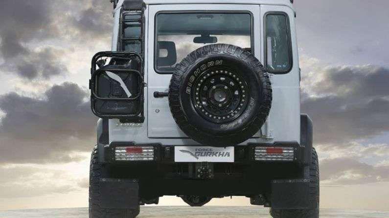 फोर्स मोटर्स (Force Motors) लवकरच Gurkha SUV भारतात लाँच करू शकते. 2020 ऑटो एक्सपोपासून या दमदार एसयूव्हीबाबत लोकांमध्ये उत्सुकता वाढली आहे. दरम्यान, लाँच होण्यापूर्वी या वाहनाचे काही फोटो ऑनलाइन लीक झाले आहेत.