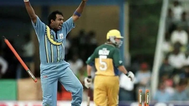 रॉबिनला केवळ एकदिवसीय सामने खेळण्याचीच संधी मिळाली. 1998 मध्ये त्याने एकमेव कसोटी खेळली, ज्यामध्ये तो केवळ 32 धावा करु शकला. भारतीय संघासाठी रॉबिनने 166 सामने खेळले. त्या सामन्यात त्याच्या 2336 धावा आहेत आल्या. यामध्ये एक शतक आणि 9 अर्धशतकांचा समावेश आहे. एवढेच नव्हे तर रॉबिनने  आपल्या गोलंदाजीने 69 फलंदाजांना तंबूचा रस्ता दाखवला.