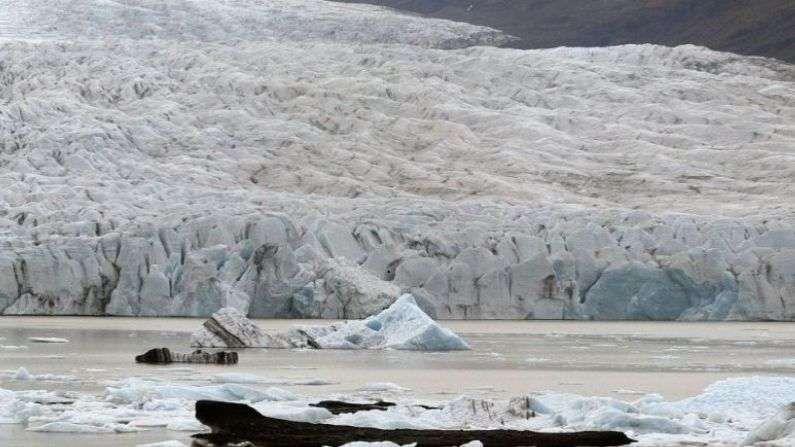 2019 मध्ये 10,400 चौरस किलोमीटर भागातील बर्फ वितळला होता. 1890 नंतर बर्फाने आच्छादलेल्या 2200 चौरस किलोमीटर जमिनीवरील बर्फ वितळला आहे. हे प्रमाण एकूण बर्फाच्या 18 टक्के इतकं आहे.