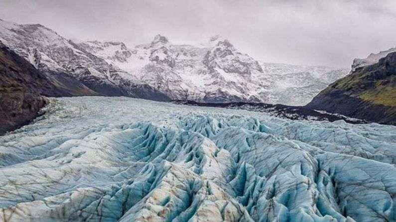 बर्फाळ प्रदेशाचा अभ्यास करणाऱ्या जाणकार, संशोधकांनी नुकतीच एक आकडेवारी जारी केलीय. यानुसार, बर्फ वितळ्याच्या घटनांमध्ये 2000 नंतरच मोठी वाढ झालीय.