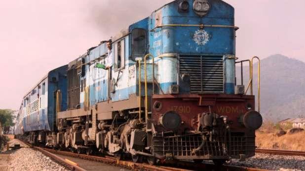 गेल्या काही काळापासून भारतीय रेल्वेने मालवाहतुकीच्या माध्यमातून मिळणारे उत्पन्न वाढवण्यावर विशेष लक्ष दिले आहे. मालगाड्यांचा वेगही वाढवण्यात आला आहे. त्यामुळे रेल्वेच्या उत्पन्नात झपाट्याने वाढ होताना दिसत आहे.